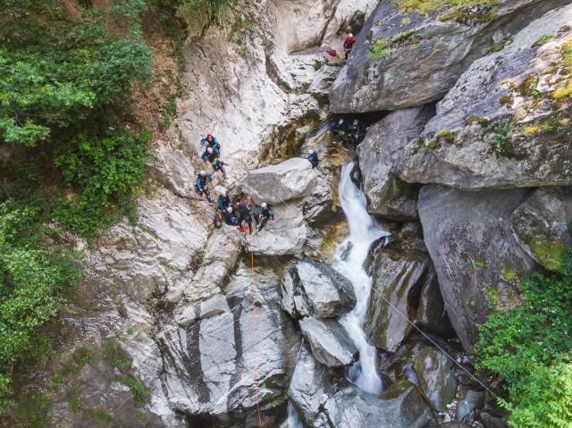 guides-belleville-ete-st-martin-les-menuires-val-thorens-activites-eaux-vives-canyoning-6067600